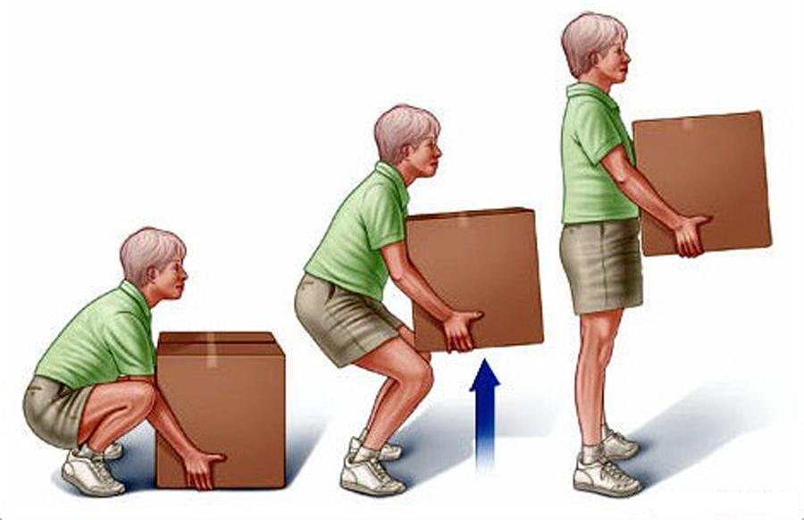 Como movimentar e erguer objetos sem prejudicar a coluna