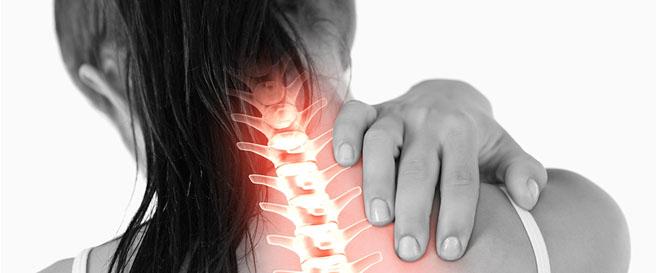 Postura ao usar celular pode causar problemas na coluna